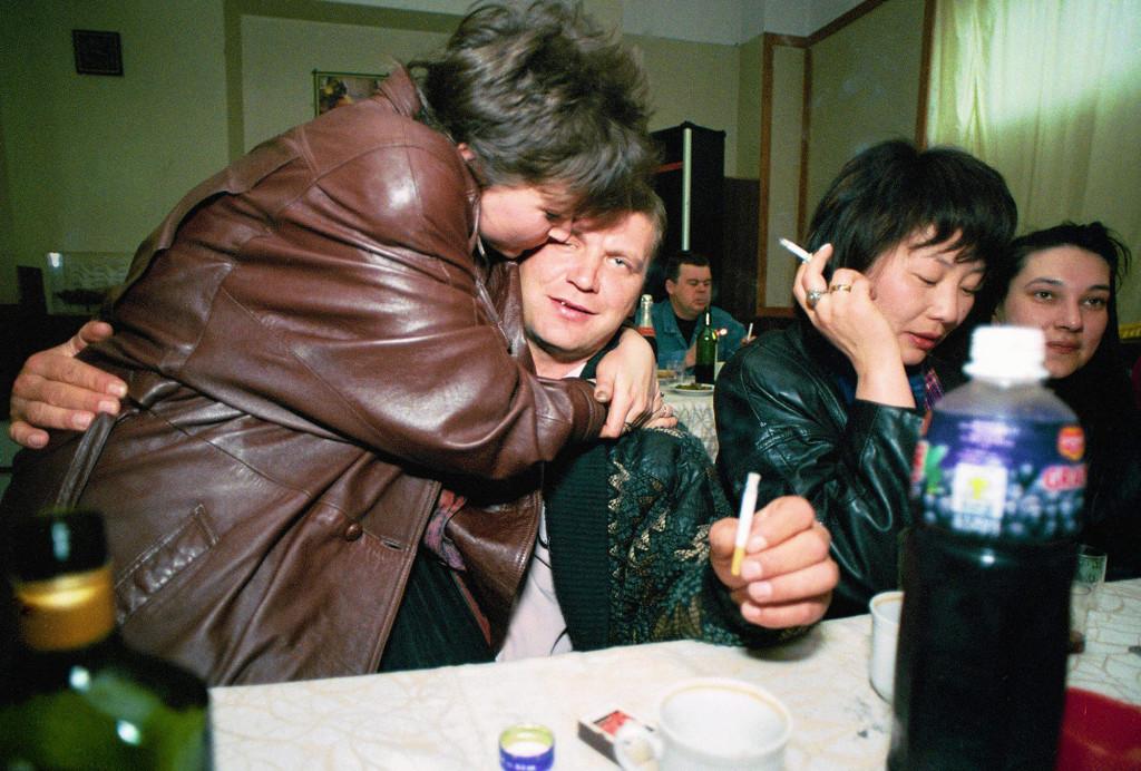 31.03.1993 ROSJA KOLEJ TRANSSYBERYJSKA CHABAROWSK ULICE RESTAURACJA FOT. KRZYSZTOF MILLER / AGENCJA GAZETA KM 738  KOLEJ TRANSSYBERYJSKA – REPORTAZE DVD 004